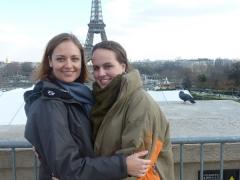 Jen und ich vor dem Eifelturm