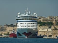 aidabella-im-naturhafen-von-malta