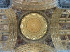 kuppel-der-gesu-nuovo-kirche