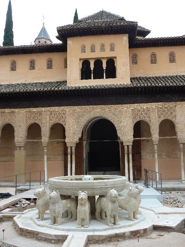 loewenbrunnen-in-der-alhambra