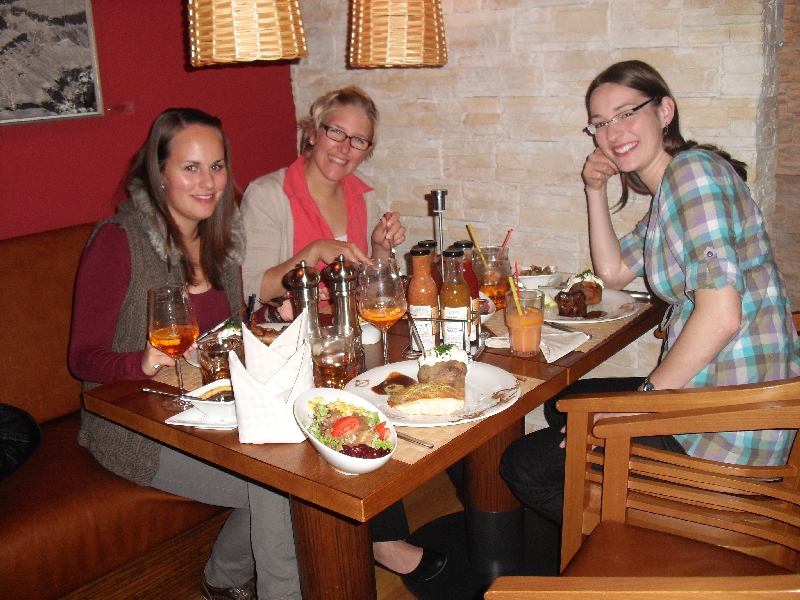 maren-sophia-caro-im-buffalo-steak-house-2-800px
