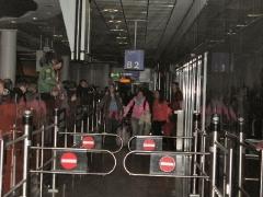 AIDA Crew am Flughafen